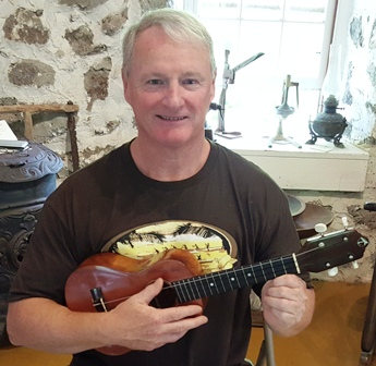 Steve takes Ukulele Mele workshop