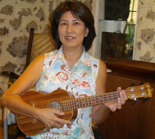 Lynn takes ukulele from Mele